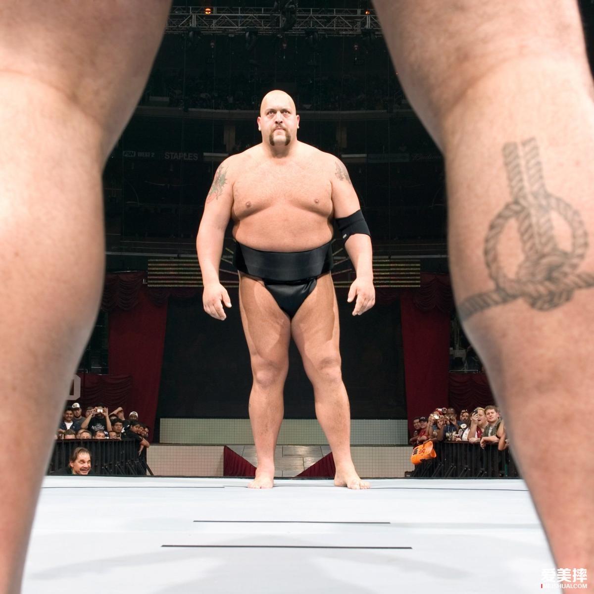 "WWE传奇""大秀哥""将在WWE摔角狂热大赛36退役"