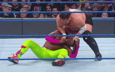 WWE SmackDown第1017期:冠军竞争者上演六人车轮战