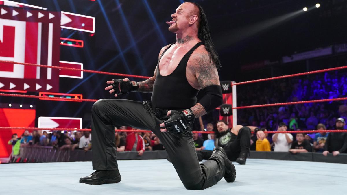 送葬者采访高度赞赏罗曼雷恩斯和麦金泰尔,称他们很棒,是WWE的未来