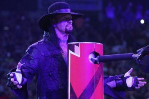 WWE送葬者和罗曼再次合作胜利赛后互相尊重