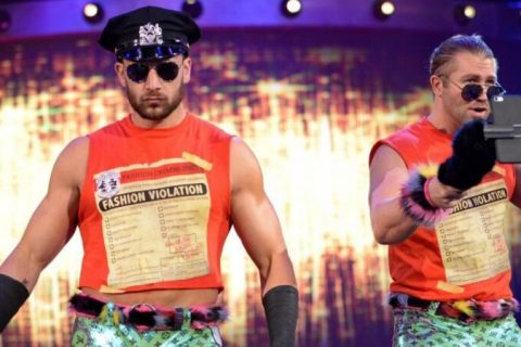 放荡哥强势回归时尚警察组合重现NXT