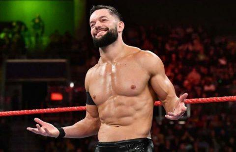 WWE恶魔王子芬巴洛尔宣布回归擂台并展示两个新纹身
