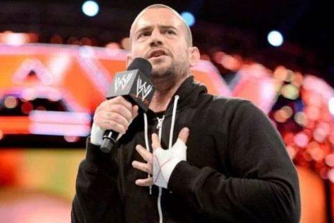 本周,CM Punk和Becky Lynch在后台宣布加入WWE