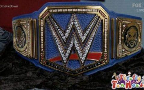 现任WWE环球冠军布雷怀特展示新环球冠军腰带,摔迷:太丑