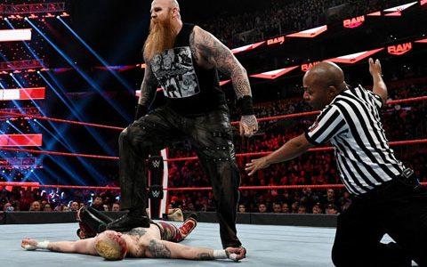 RAW第1382期:单打赛 罗旺VS当地摔跤手