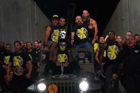本周SmackDown主战赛,六人混战只是刚刚开始而已!