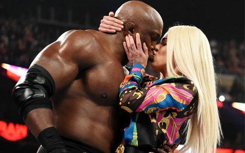 拉娜宣布离婚后和鲍比莱斯利接吻,捎带打一顿无敌荷西《WWERAW1382期》