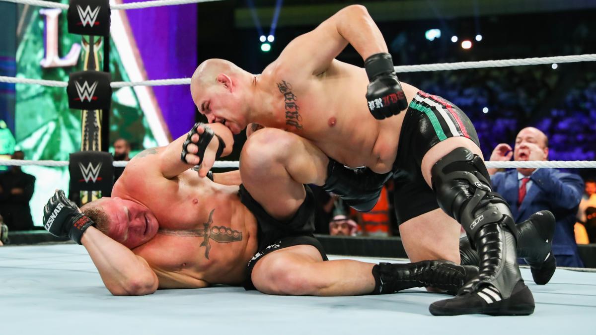 WWE冠军赛-布洛克莱斯纳vs.凯恩·维拉斯奎兹精彩抓拍