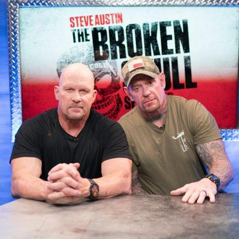 """多年前""""冷石""""史蒂夫·奥斯汀和送葬者的精彩瞬间:照片 _ WWE"""