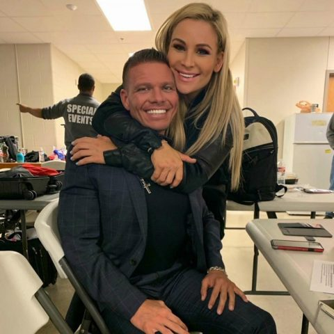 WWE超级巨星娜塔莉亚和他老公