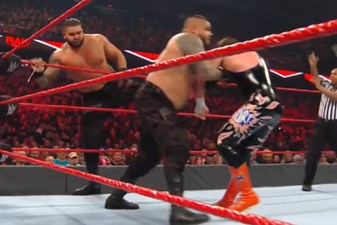 RAW第1383:双打赛AOPvs.莱德&霍金斯