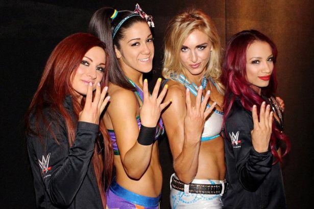 夏洛特弗莱尔(Charlotte Flair),莎夏班克斯(Sasha Banks),贝莉,亚阿莱克萨·布利斯(Alexa Bliss)和贝基·林奇(Becky Lynch)