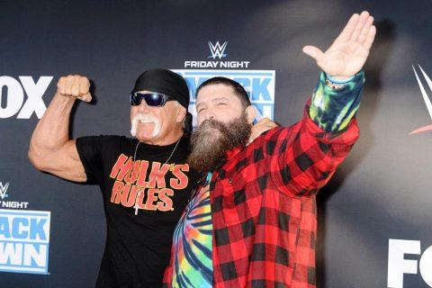 绿巨人霍根(Holk Hogan)和米克佛利(Mick Foley)参加WWE 20周年纪念