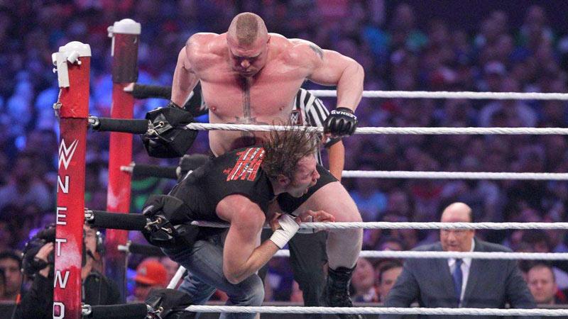 WWE布洛克莱斯纳对战迪安布罗斯