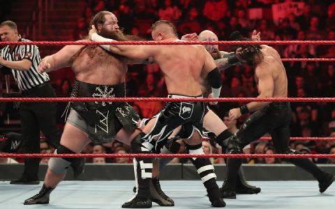 赛斯罗林斯和巴迪墨菲击败维京战士成为新任WWE RAW双打冠军