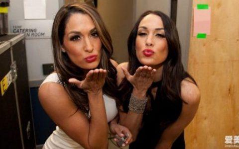 WWE双胞胎姐妹(贝拉姐妹)尼基贝拉和布里贝拉