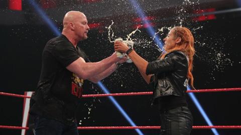 贝基林奇和冷石史蒂夫奥斯汀干杯WWERAW