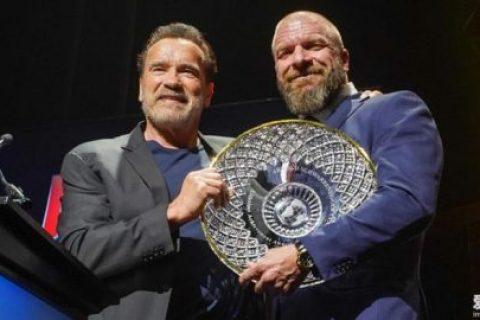 阿诺·施瓦辛格授予WWE Triple H终身成就奖