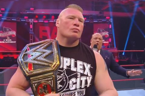 WWE冠军布洛克莱斯纳和保罗海曼