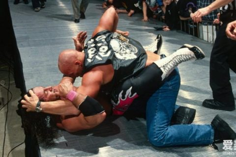 WWE史蒂夫奥斯汀和布莱特哈特的经典照片