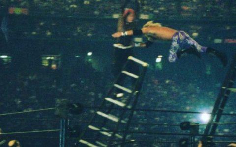 艾吉发出19年前摔角狂热经典照片,誓弑兰迪奥顿!