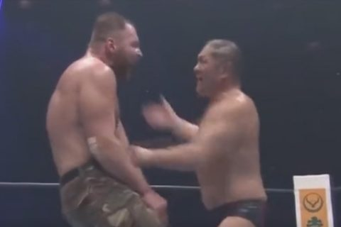 前WWE选手迪安布罗斯在新日摔的精彩比赛,堪比耳光大战