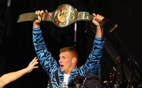 WWE屋漏偏逢连夜雨,跨界巨星突然毁约,老麦还惨遭起诉!