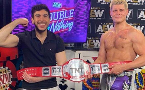 科迪成为首个TNT冠军,但腰带被称为史上最丑!