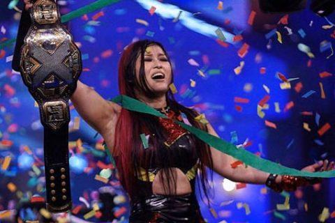 紫雷酱获得首个NXT女子冠军,王大锤HHH亲自祝贺!