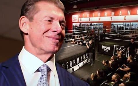 老麦插手剧情创作,WWE后台编剧进行整改