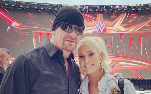 WWE葬爷也有脆弱的一面,看蜜雪儿回忆与他的过去
