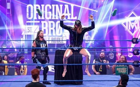 又一出道即巅峰之人?里德尔首秀竟然击败前WWE冠军!