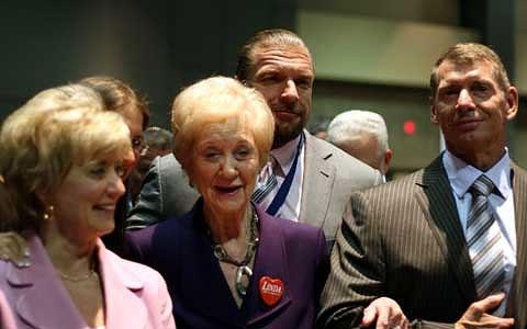 WWE主席文斯·麦克曼祝福母亲一百岁生日快乐