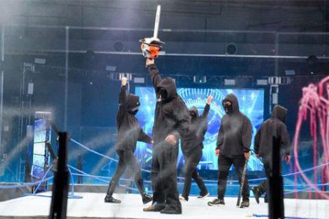WWE节目拍摄闹出乌龙!被暴动团队破坏的擂台一会居然焕然一新