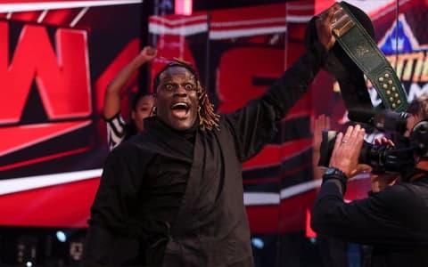 WWE最荒唐的赌局,二柱子与布洛克·莱斯纳的孽缘