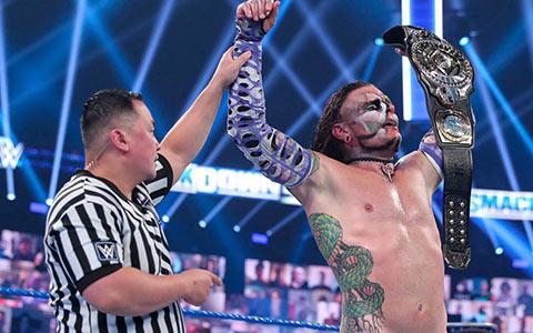 传奇大师不敌鬼面战士!杰夫·哈迪第五次赢得WWE洲际冠军头衔