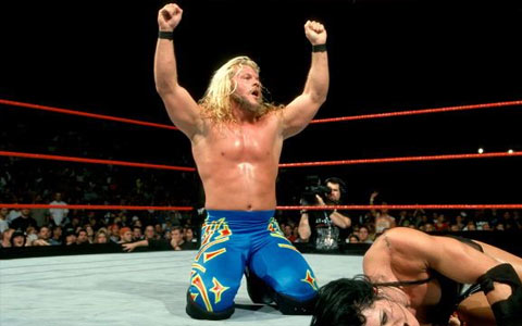 女性能顶半边天,WWE那些压制过男选手的女超级巨星