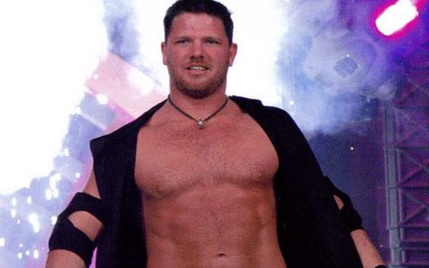 传奇大师居然成为了WWE的香饽饽!老麦为其亲自安排比赛