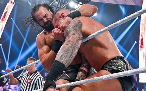 WWE冠军德鲁·麦金泰尔本周再战兰迪·奥顿,杀一儆百震慑战神高柏!