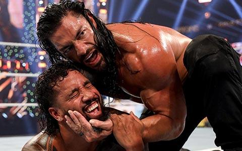 罗曼·雷恩斯揍晕老表!他才是SmackDown彻彻底底的大恶魔!