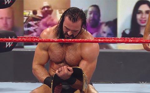 部落酋长罗曼的冠军卫冕时间居然是自己争取来的,WWE本来只想让大狗做一个过渡性冠军!