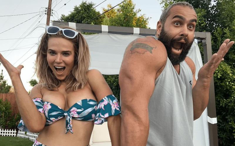 女团出道艳照无数WWE美女选手拉娜!多少宅男的女神?