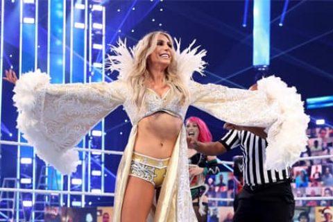 """夏洛特·弗莱尔向贝拉姐妹发出贺电,称其""""打开了WWE女子摔跤的大门"""""""